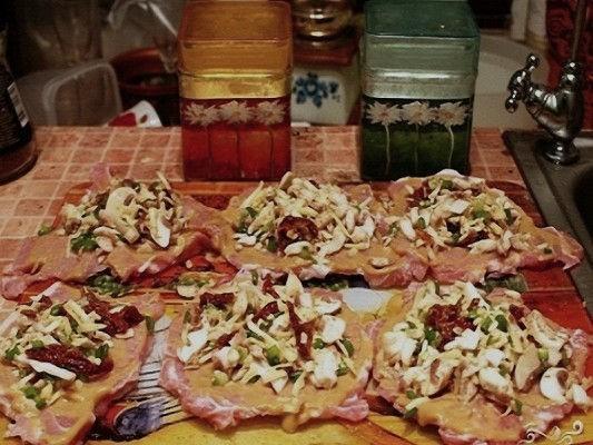 Мясные рулетики с грибами и сыром рецепт с фото