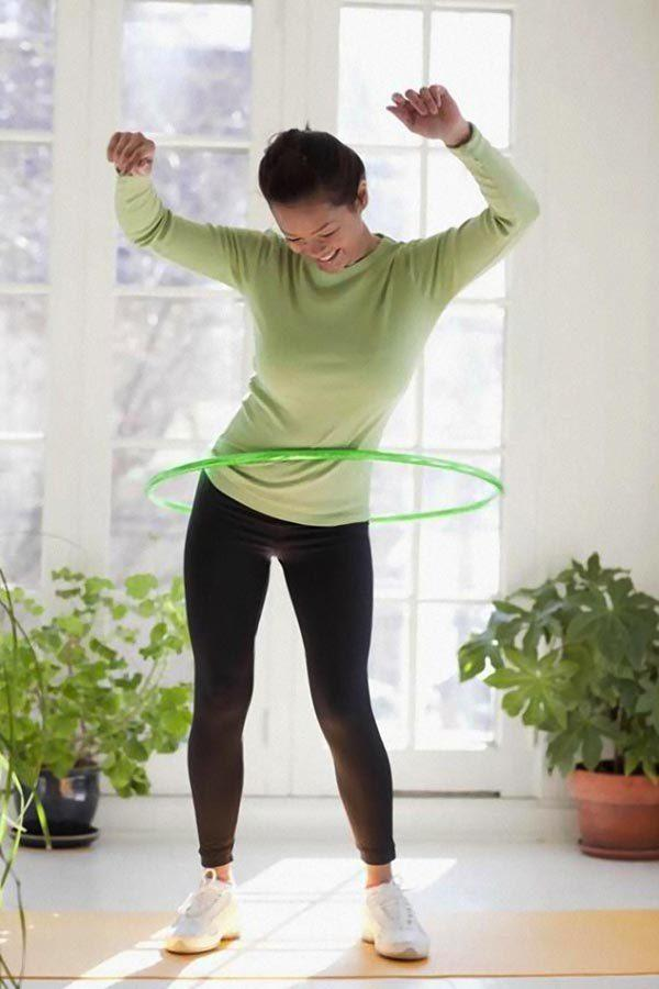 Как правильно крутить обруч, чтобы убрать бока и живот