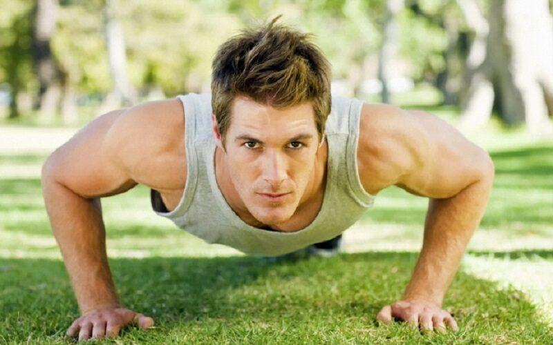 Как накачаться в домашних условиях: программа тренировок без железа