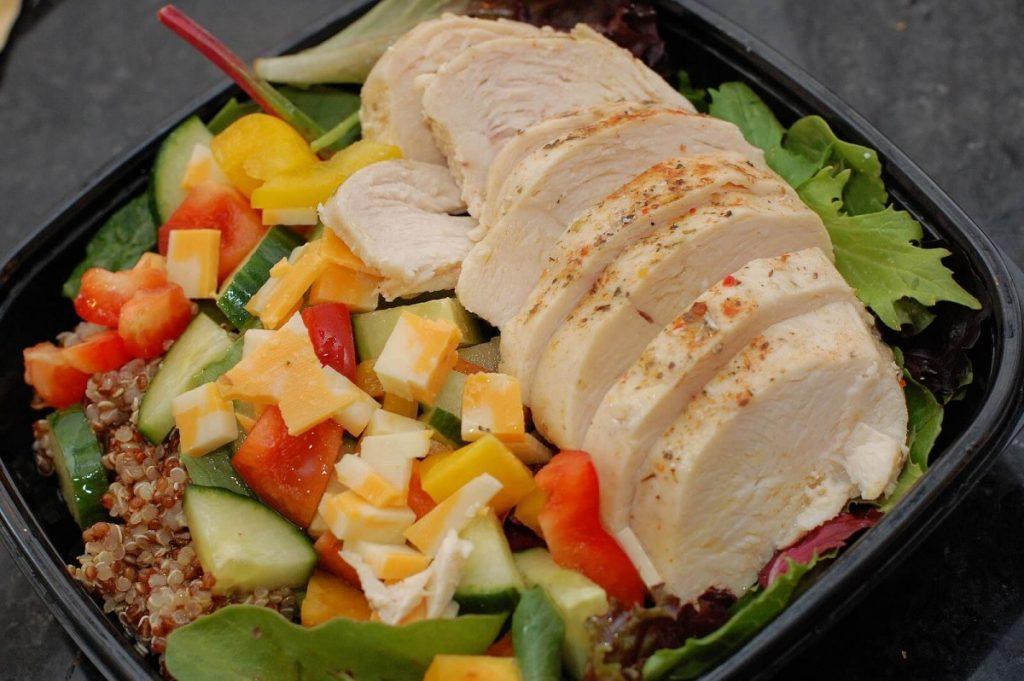 Cколько калорий в отварной куриной грудки?