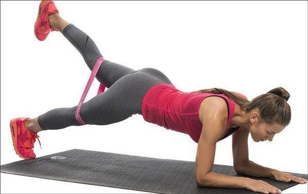 Упражнения с фитнес резинкой для ягодиц