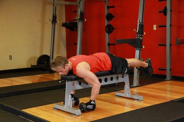 Упражнения гантелями на плечи в домашних условиях