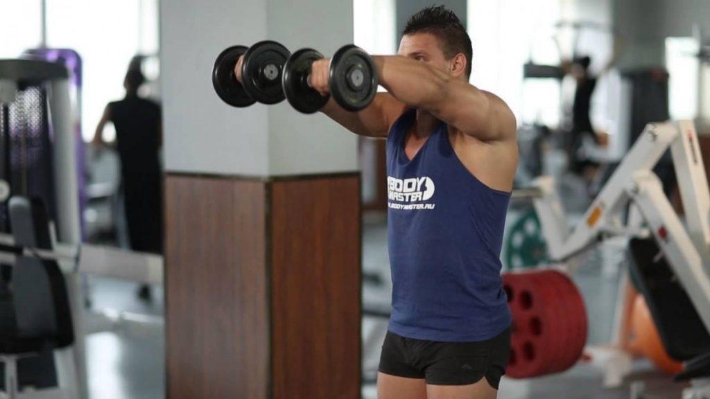 Упражнения для плеч в домашних условиях для мужчин с гантелями
